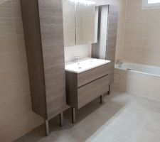 Et voila les meubles salle de bain enfin mis :D
