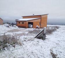 Notre maison sous sa première couche de neige