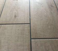 Carrelage imitation parquet gamme Marazzi Treverkway Décoceram et joint gris foncé