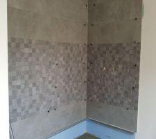 Photo faience en cours douche à l'italienne au rdc