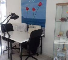 Le grande piece de l'étage : Atelier et salon : la machine a coudre !