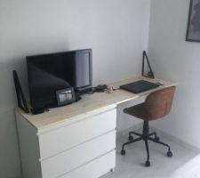 Conception d'un bureau dans notre chambre à partir d'une commode IKEA et d'une planche en sapin de chez casto !! OPTIMISATION !!!!