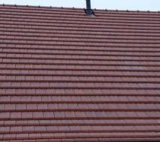 Sorties de toit posées pour le poêle à granulés