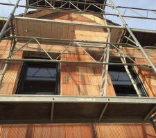 Installation des fenêtres en cours