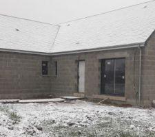 Vue latérale. Toujours sous la neige