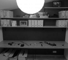 Phase 2 : Aménagement du Bureau - Mise en place du plan de travail suspendu par des cornières métalliques