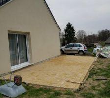 Terrasse en pavé autobloquant forme vague couleur sable