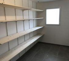 étagère du cellier