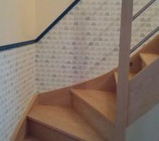 Escalier poncée peint et vernis