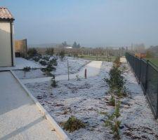 Petite neige sur la colline , enrobé en attente ................