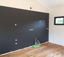 Mur noir de la future cuisine