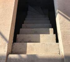 Escalier sous-sol décoffré