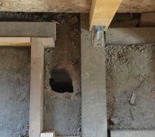 Ancien passage des tuyaux de chauffage pour les tuyaux d'eau et évacuation