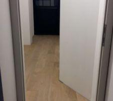 Parquet collé chêne, couloir suite parentale