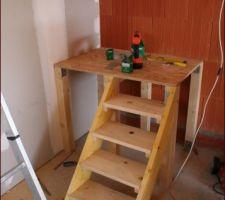 Palier réalisé, on y appuie la première partie de l'escalier.