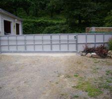 Habillage portail avec panneaux fundermax