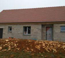 Menuiseries extérieures, porte fenêtre de derrière et fenêtre cuisine