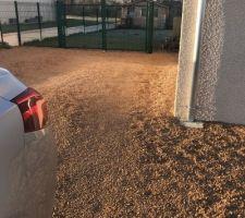 Deux places de parking avec portail derrière