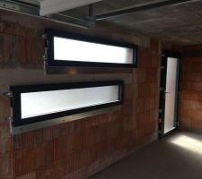 Porte service et fenêtres signature toutes granitées
