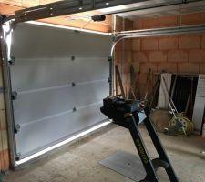 Notre porte de garage sectionnelle ça change la vie :) pro que je recommande : Fermeture du plateau à Nancray