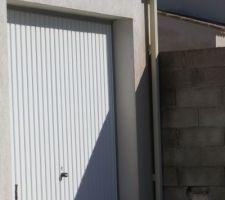 Boite a eau pour la gouttières du toit du garage