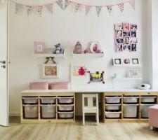 Chambre de notre fille - bureau / rangements jouets / étagères