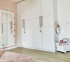 Chambre de notre fille - armoires Ikea Pax