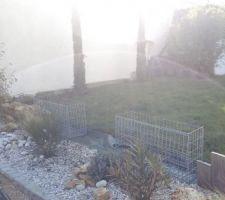 2 Cyprès, prépa Gabion voici les travaux de ce jour. Restera à planter les bambous non traçant lorsque la haie de thuyas aurais été enlevé (au fond à droite)