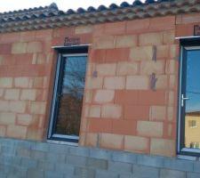 Porte fenêtre des chambres 1 et 2 avec fermeture à clé