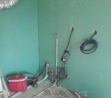 Dans le garage où nous aurons la machine à laver.