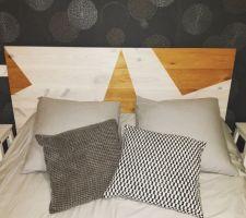Tête de lit fait maison Papier peint en cours de changement