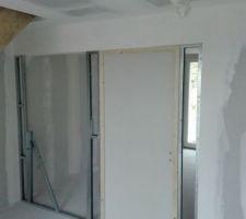 Réalisation d'un mur de séparation de la cuisine qui aura une verrière.
