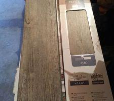 Achat du sol pour les trois chambres. Lames de PVC clipsables imitation bois brut.