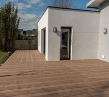 Après 1 journée de travail...la terrasse prend forme