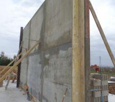 Mur du salon en béton ! 1er mur de la maison !