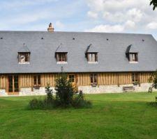 Notre longère normande,soubassements en silex et pierres blanches, colombages et torchis, toiture en ardoise