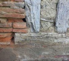 Jointure colombages et soubassement en briques