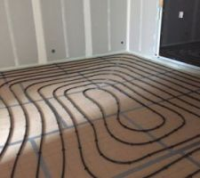 Installation conduits du chauffage au sol.