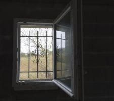 Fenêtre avec grille de défense modèle Riviera