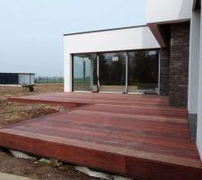 La terrasse en padouk est finie.