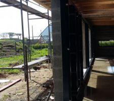Huisserie en angle donnant sur le patio