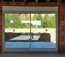 18/04/2018 - Jour 22 : Pose des menuiseries, baie vitrée Est de la pièce de vie