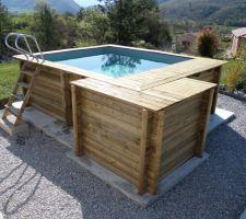 La piscine est complètement installée
