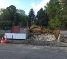 Dépose de la clôture sur rue et création du bateau d'accès chantier