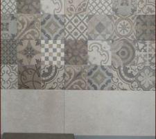 Salle de bain : Carrelage de la marque Porcelanosa, Série Dover, Antique et Caliza. Carrelage mat, rectifié et texturé, de dimensions 31,6cm par 59,2cm, classementU3 P3 E3 C2.