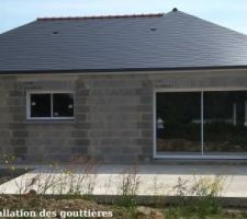 Lundi 14 Mai - Installation des gouttières corniche G300 en aluminium laqué