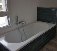 Habillage de la baignoire et pose de la robinetterie