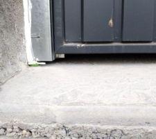 Trop d'espace sous la porte du garage