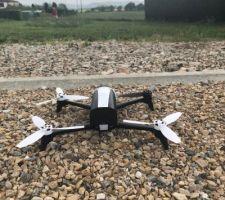 Le fameux drone ! Nous en avons fait l'acquisition afin d'immortaliser de la meilleure des manières cette construction !  <br /> Il n'attend plus que le constructeur