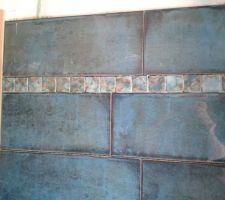 Notre salle d'eau et gros plan sur les carreau et la mosaïque.